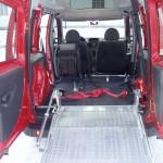 Fiat Doblo mit Alu-Auffahrrampe und 4-Punktbegurtung